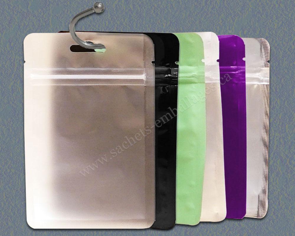 Sachet à trois côtés scellés avec glissière avec trou de suspension